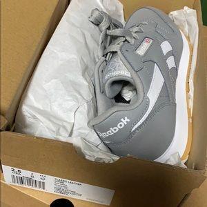 Gray white Reebok classic kids sneakers sz 2.5 new